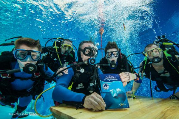 onderwater signeersessie